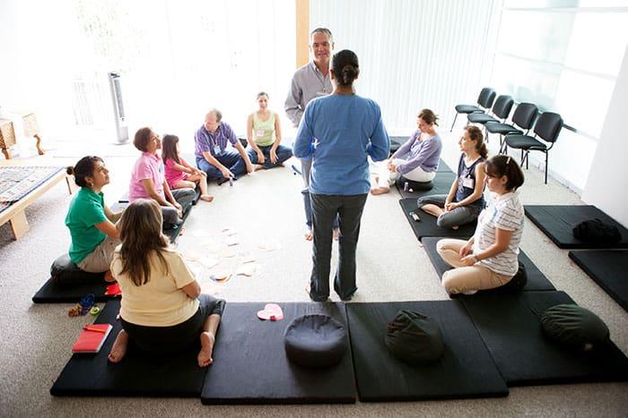 talleres y seminarios de mejora del clima laboral y liderazgo empresarial